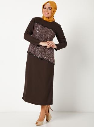 kahverengi-uzun-kollu-abiye-sunnet-annesi-buyuk-beden-elbise