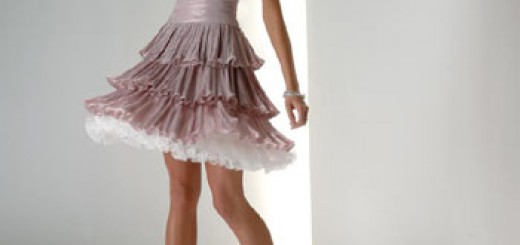 katlı-etekli-askisiz-mini-sirin-elbise-modeli