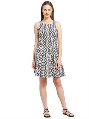 kolsuz-siyah-beyaz-desenli-2016-bayan-elbise