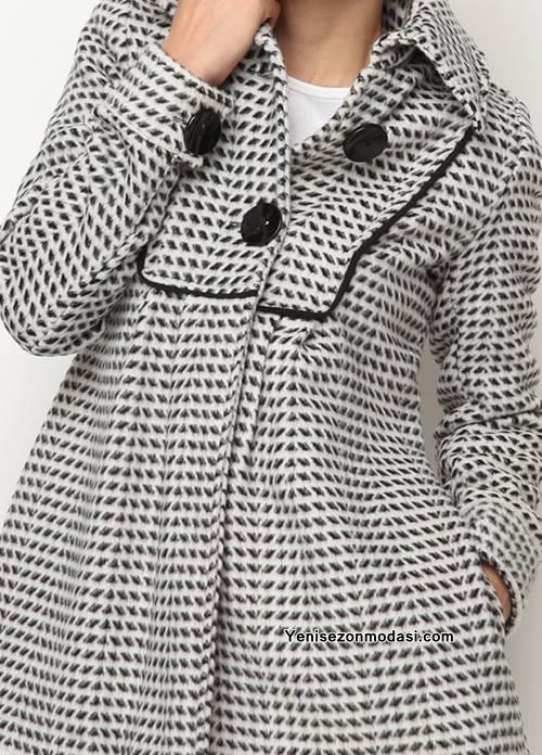 siyah-beyaz-iri-dugmeli-2015-bayan-montu
